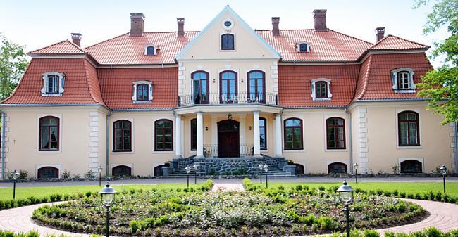 Latvian kartanoita ja palatseja